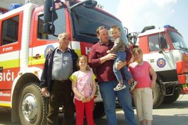 Na profesionálnych hasičov, ich prácu i techniku sa prišli pozrieť aj celé rodiny.