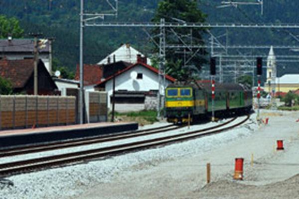 Železničná stanica v Krásne nad Kysucou. Problémy s platením boli aj za tieto práce.