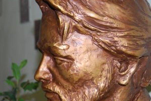 Autorom busty Janka Kráľa je akademický sochár Jozef Mundier z Čadce.