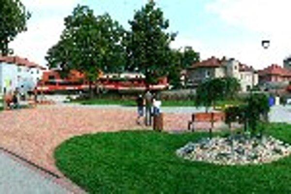Námestie Juraja Thurzu. Návštevníkov privíta aj nové námestie, ktoré je dominantou mesta.