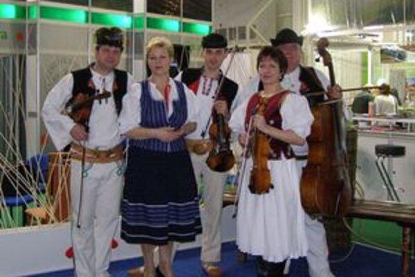 Návštevníkom výstavy spríjemnila prehliadku aj ľudová hudba z Dolného Vadičova.