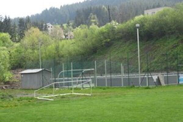 Športový areál doplní tento rok hokejbalové ihrisko a nová tribúna.