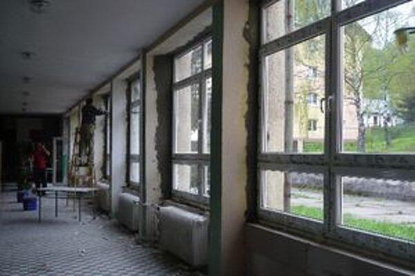 V základnej škole výmenou okien ušetria na vykurovaní.