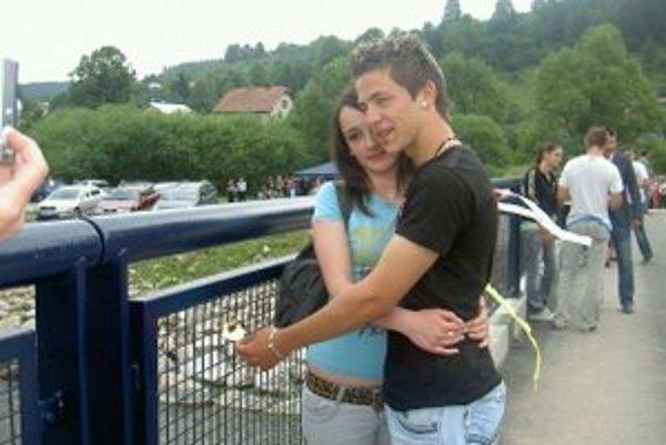 Aj Lukáš a Natália zo Strednej odbornej školy drevárskej sa rozhodli takýmto spôsobom spečatiť svoju lásku.