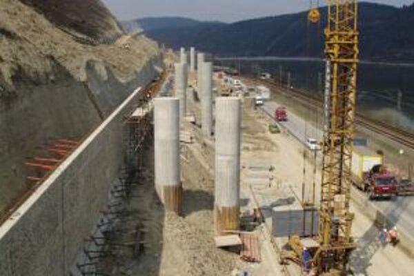 Budovanie diaľnic výrazne zasahuje do života obyvateľov obcí imiest.