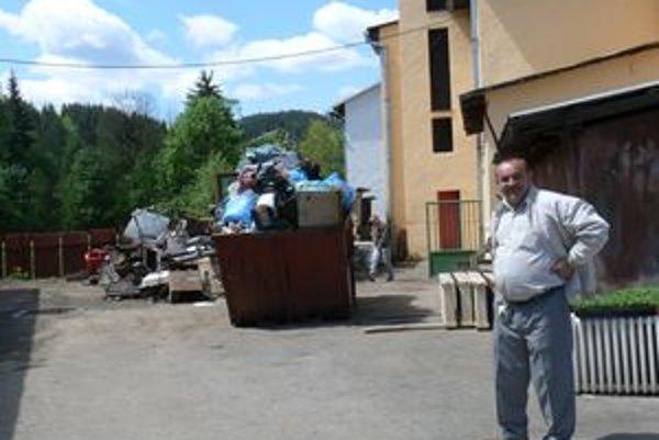 OdpadyStarosta Korne Jozef Kontrík (na snímke) hovorí, že likvidácia odpadov nie je lacnou záležitosťou.