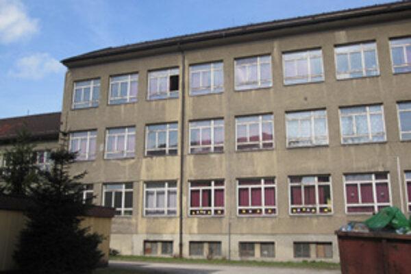 Škola vo Svrčinovci už potrebovala dôkladnú rekonštrukciu.  Má za sebou už 70-ročnú históriu.