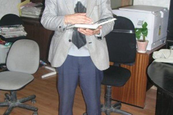 Jozef Hluchý je snáď jediným kysuckým knihovníkom. Svoj post zastáva už takmer 44 rokov.
