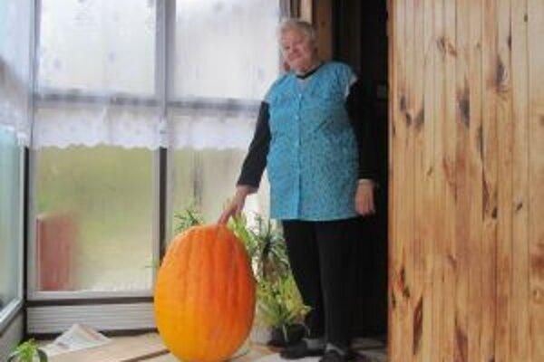 Pestovateľka Agnesa Padychová. Tento rok bola s úrodou nadmieru spokojná.
