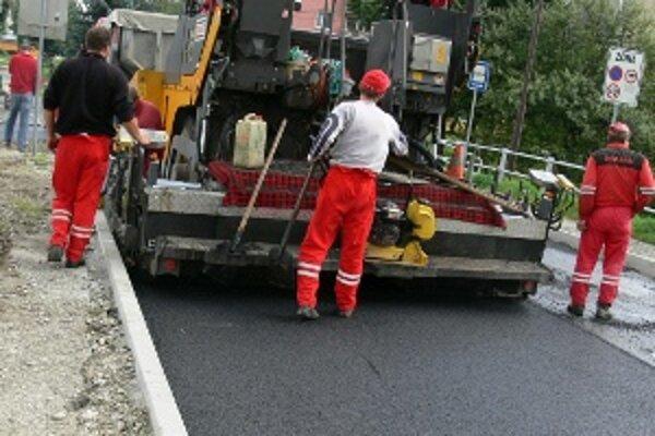 Pripravení na zimu. Lepšiu údržbu umožnia aj zrekonštruované cesty.