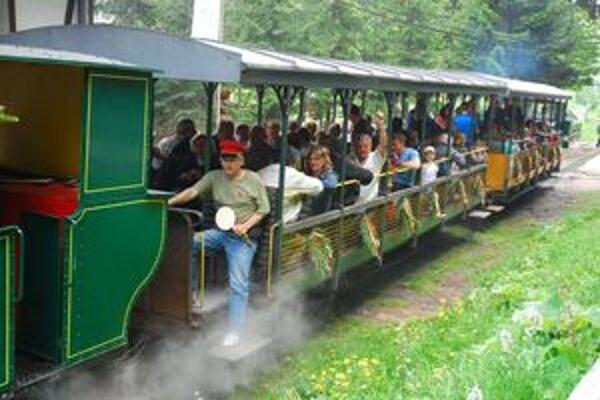 Obľúbeným miestom kam smerujú turisti je aj skanzen vo Vychylovke.