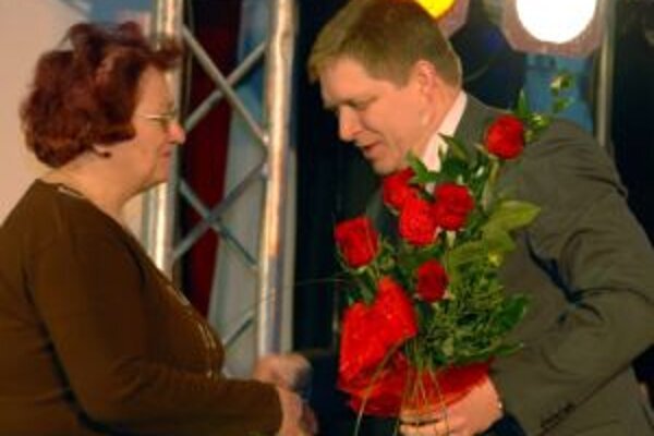 Premiér už začal s oslavami MDŽ.