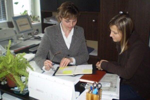 Lenka Taranová  (vľavo) hovorí, že  prichádzali aj študenti, ktorí vyhľadávali informácie o poskytovanej starostlivosti.