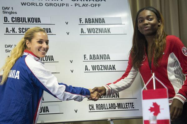 Prvú dvojicu tvorí Dominika Cibulková a Kanaďanka s kamerunským pôvodom Francois Abandová.