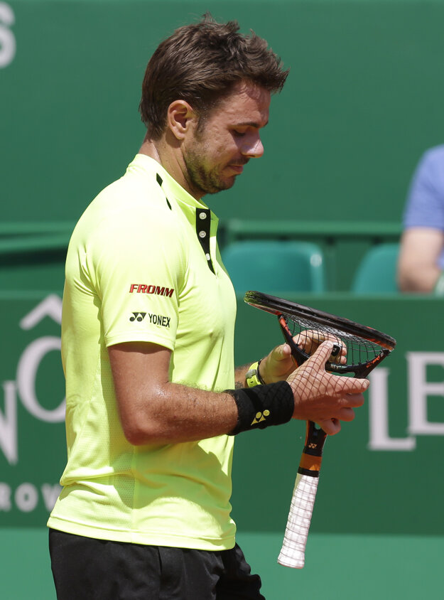 Wawrinka neuniesol Nadalovu prevahu. Odskákala si to jeho raketa.