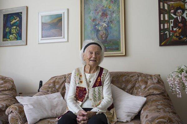 Ako učiteľka pôsobila 40 rokov na školách v Novom Meste nad Váhom a vychovala niekoľko generácií žiakov, z ktorých vyrástli úspešní akademickí umelci, primári, či regionálni politici.