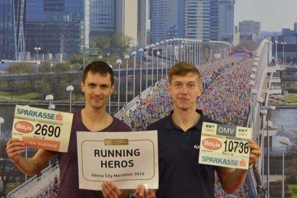 Posledný maratón vo Viedni bežal Ján Raclavský (vľavo) s kamarátom Michalom Strežom.