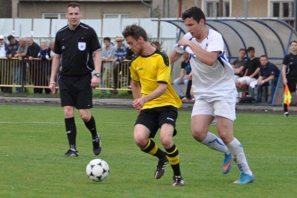 Oravské derby vyhrali hráči Nižnej (v bielych dresoch).