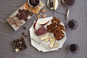 Epikatechín obsiahnutý v čokoláde a vo víne pomáha spomaliť nárast krvného tlaku.