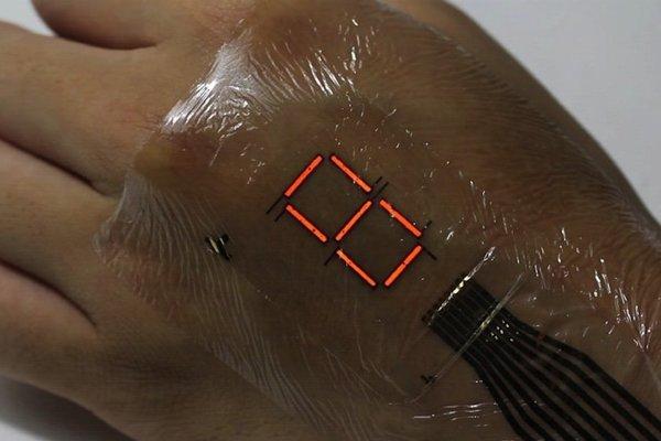 Tenká a flexibilná. Elektronická koža s organickými LED svetlami bude sledovať športové výkony, ale aj zobrazovať čas.