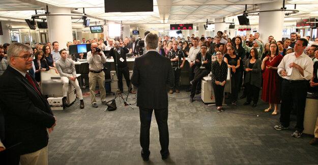 Vedenie agentúry AP oznamuje víťazov Pulitzerovej ceny.