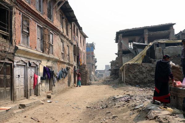 Ulica po zemetrasení.