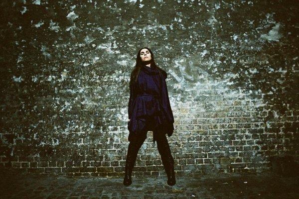 Novinku PJ Harvey inšpirovali jej výlety do Kosova a Afganistanu.