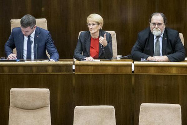 Bývalá podpredsedníčka parlamentu Jana Laššáková (Smer) hovorí, že v minulosti boli diskusie medzi poslancami viac o hodnotách a o programe.