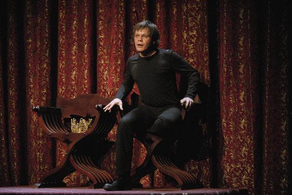 Robert Roth ako Hamlet v Činohre SND z roku 2007.
