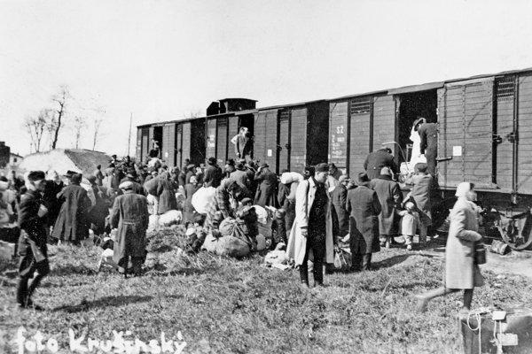 Transport do koncentračného tábora.