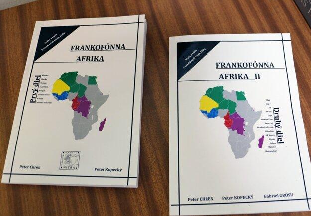Učebnica pomôže študentom, ktorí sa venujú francúzskemu jazyku.