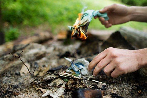 Za zakladanie ohňa v lese môžete dostať pokutu.