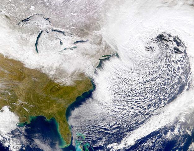 Východ Spojených štátov amerických po snehovej búrke v roku 2000.