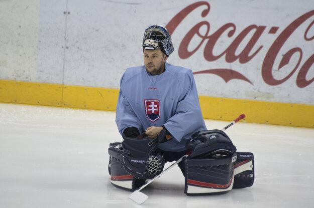 Július Hudáček sa pripravuje na tréningu pred zápasom proti Francúzsku.