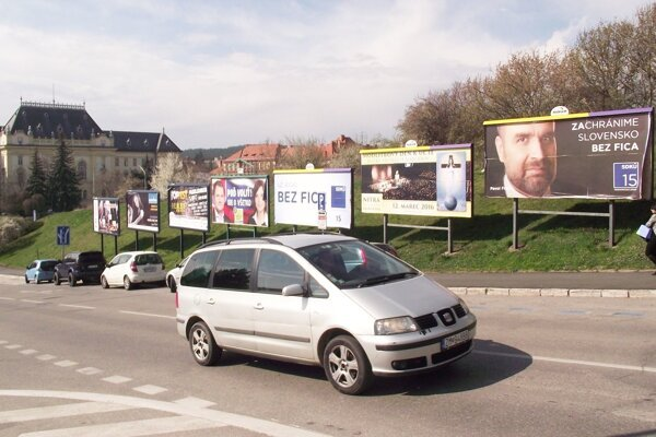 Bilbordy na Piaristickej ulici.