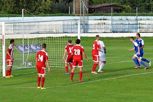 Futbalisti Dusla vyhrali aj štvrtý domáci zápas.