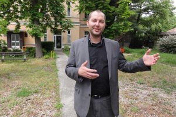 Michal Grujbár zmizol a s ním zmizlo aj 595-tisíc eur z mestskej nemocnice. Tá sa zo straty takej obrovskej sumy dodnes nespamätala.