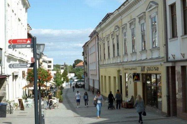Budovu na Kupeckej 7 (vpravo, so žltou omietkou) mesto už v minulosti vyhlásilo za prebytočný majetok.