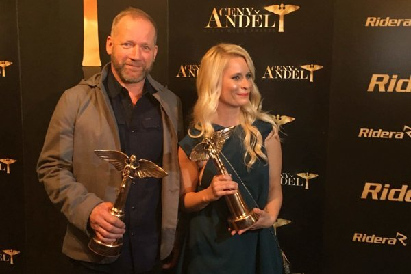 S Davidom Kollerom sa z ceny Anděl tešila aj slovenská poetka a textárka Miroslava Ábelová.