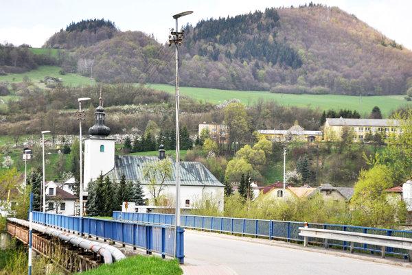 Nové lampy pribudli aj na moste cez Oravu.