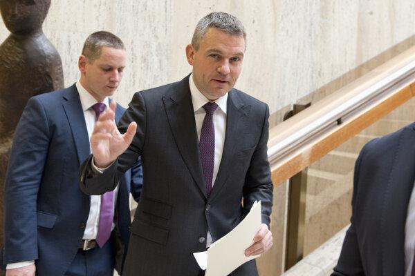 Na snímke podpredseda vlády SR pre investície Peter Pellegrini (uprostred).