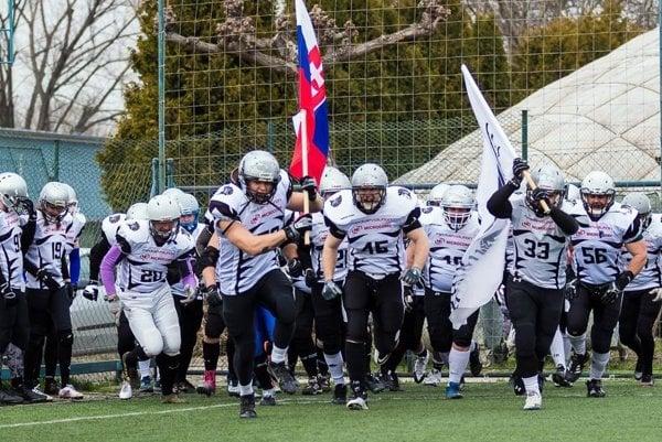 Nitra Knights odštartovali ligu víťazstvom 28:12 v Košiciach. V nedeľu hrajú prvý domáci zápas.