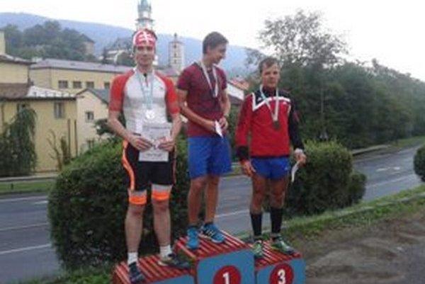 Trojica najrýchlejších mužov v Behu do vrchu Kalvária 2015.