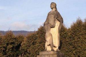 Náučný chodník povedie aj popri Pomníku padlým obetiam SNP v obci.