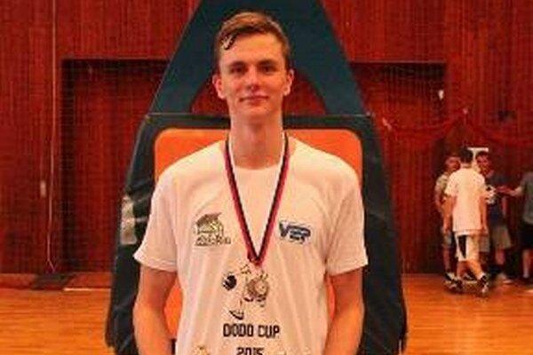 Jakub Kádaši. Šestnásťročný basketbalista je súčasťou extraligového kádra.