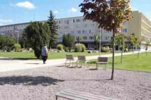 Zeleň, fontána, prvky pre deti, moderné lavičky - to je centrálna zóna v Žiari.