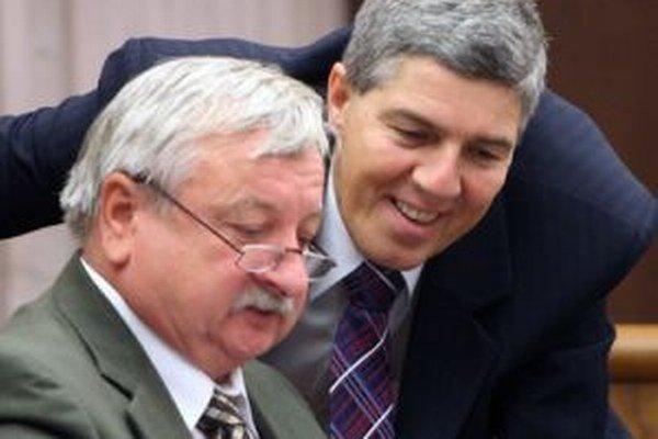Čestné občianstvo získa aj bývalý minister životného prostredia László Miklós (na fotke s predsedom Most-Híd Bélom Bugárom vľavo)