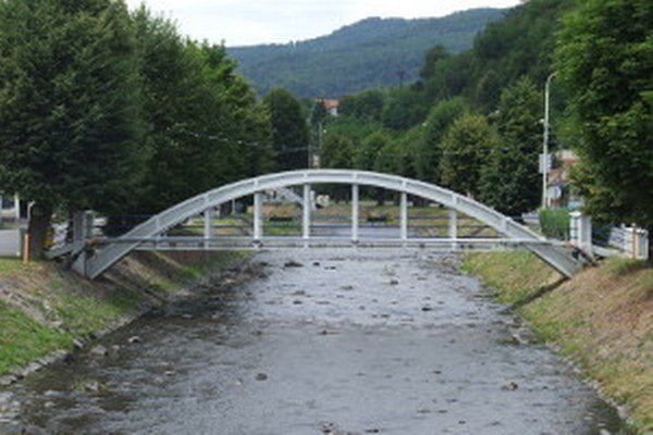 Jeden zo žarnovických mostov.