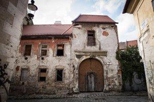 Esterházyho palác hľadá záujemcu, ktorý by ho opravil.