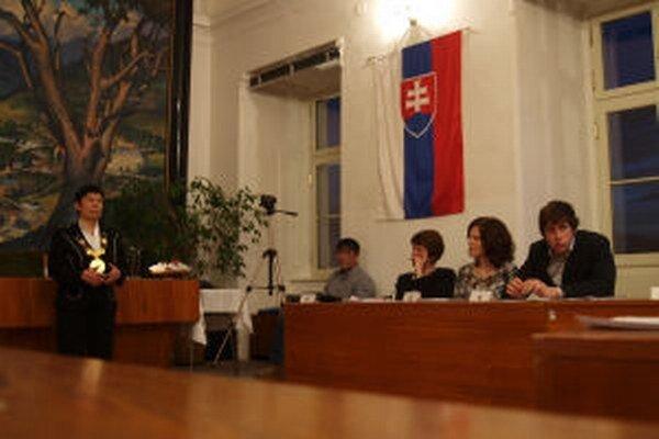 Zuzana Balážová pred odchodom z funkcie dala svojmu bývalému zástupcovi prácu na mestskom úrade.